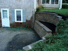 Luxury Retaining Wall for Walkout Basement