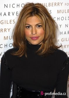 Eva Mendes -- I love her hair in this photo! Eva Mendes -- I love her hair in this photo! Eva Mendes Hair, Medium Hair Styles, Curly Hair Styles, Hair Affair, Hair 2018, Shoulder Length Hair, Great Hair, Hair Today, Ombre Hair