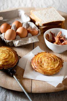 fancy  sweet snack foods | Bacon & egg jaffles Bacon & egg jaffles Toast Sandwich, South African Recipes, Snack Recipes, Snacks, Bacon Egg, Bread Rolls, Pancake, Chutney, Mistress