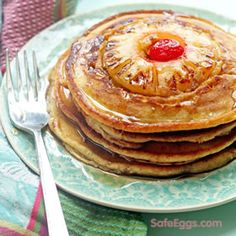 These pineapple upside down pancakes are perfect for a Sunday brunch. A delicious from Jocelyn Delk Adams Breakfast Desayunos, Breakfast Dishes, Breakfast Recipes, Pancake Recipes, Mexican Breakfast, Breakfast Sandwiches, Waffle Recipes, Breakfast Ideas, Crepes