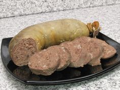 Romanian Liverwurst -'Lebăr' is eaten mainly for the winter holidays.It tastes fragrant and sweet with liver pate. It is generally used as Christmas Eve dinner , sliced on bread with mustard and pickles. Liver Sausage, Christmas Eve Dinner, Romanian Food, Romanian Recipes, Kielbasa, Smoking Meat, Charcuterie, Carne, Cooking