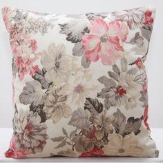 Krémové ozdobné obliečky na vankúš s kvetinovým vzorom