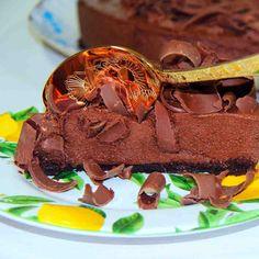 Torta Carioca: Leve mousse de chocolate ao leite sobre massa fininha tipo brownie.  #DiNorma #Chocolate #instagood #photooftheday