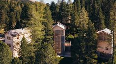 The 3 huts of the Hollmann am Berg on the Turracher Höhe can accommodate up to 10 people. High-quality materials and sophisticated design in the mountains. Private Sauna, Forest House, Cabin, Pure Products, House Styles, Design, Mountain Landscape, Hiking Trails, Recovery