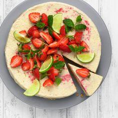 En perfekt avslutning på middagen eller huvudnumret på fikat. Frozen cheesecake med jordgubbar och lime passar vid alla tillfällen.