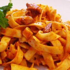 Σύγκλινο με χυλοπίτες Onion Rings, Carrots, Spaghetti, Vegetables, Eat, Ethnic Recipes, Food, Greek, Merry