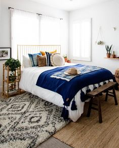 14 Trendy Bedroom Design and Decor Ideas for Your Next Makeover - The Trending House Design Living Room, My Living Room, Bedroom Colors, Home Decor Bedroom, Bedroom Ideas, Bedroom Bed, Bedroom Inspo, Warm Bedroom, Bedroom Designs