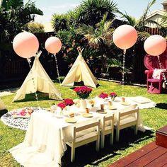 Bom dia! Linda e deliciosa festa no jardim para comemorar o primeiro aniversário! @rubyrabbitparty  #kikidsparty
