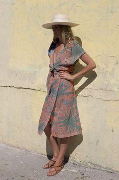 Inspiring tropical prints styles to heat up your day! | Un festival d'imprimés tropicaux pour tous les styles!