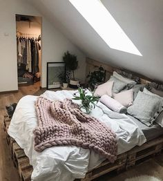 Ideas for wooden pallet beds, ideas for wooden pallet beds, # for . - Ideas for wooden pallet beds, ideas for wooden pallet beds, p - Dream Rooms, Dream Bedroom, Home Decor Bedroom, Bedroom Inspo, Gray Room Decor, Bedrooms Ideas For Small Rooms, Minamilist Bedroom, Winter Bedroom Decor, Bedroom Scene
