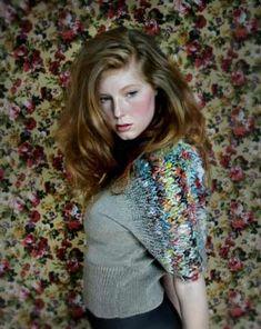 nikki gabriel - When I've only got a bit of lovely yarn. Crochet Yarn, Hand Crochet, Knitting Designs, Knitting Patterns, Diy Vetement, Knitting Wool, Knit Fashion, Slow Fashion, Lana