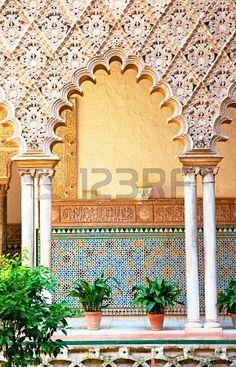 Alcázar en el casco antiguo de Sevilla  Spain