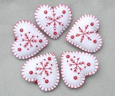 Snowflake heart Christmas ornaments in red and white Felt Christmas ornaments, Snowflake hearts, Red and white felt ornaments. Easy Felt Crafts, Christmas Projects, Christmas Crafts, Scandi Christmas, White Christmas, Felt Christmas Decorations, Felt Christmas Ornaments, Christmas Sewing, Handmade Christmas