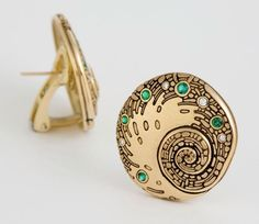 What mermaid wouldn't love these gorgeous 18K yellow gold spiral earrings from Alex Sepkus?