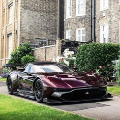 Aston Martin is known around the world as one of the premier luxury car makers. The Aston Martin Vulcan is a track-only supercar Aston Martin Vulcan, Aston Martin Vanquish, Lamborghini Veneno, Koenigsegg, Porsche 918 Spyder, Sweet Cars, Amazing Cars, Awesome, Rolls Royce