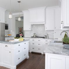 A combination of white shaker cabinets and Super White Quartzite paired with Calacatta marble subway tile backsplash is a recipe for success! Super White Granite, Super White Quartzite, White Quartzite Countertops, Kitchen Countertops, Calacatta Marble, Kitchen Backsplash, Kitchen Interior, New Kitchen, Kitchen Decor