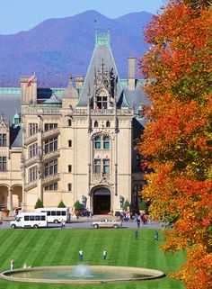 Best Fall Photo Spots at the Biltmore: Fall Biltmore House
