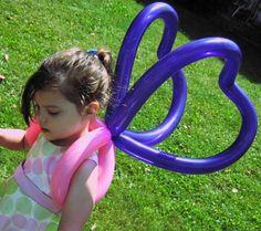 Balões - mais uma ideia para a sua utilização.   http://balaomania.pai.pt/ https://www.facebook.com/balaomania Butterfly Wings by Black Cat Balloon Company, via Flickr #balloon #twisting
