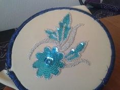 Pearl Embroidery, Tambour Embroidery, Hand Embroidery, Embroidery Designs, Embroidery Stitches, Sewing Hacks, Sewing Crafts, Bead Embroidery Tutorial, Bead Sewing
