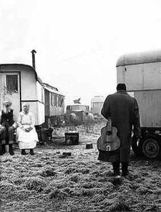 A gypsy campsite. Gypsy Caravan, Gypsy Wagon, Gypsy Life, Gypsy Soul, Gypsy Culture, Mime, Django Reinhardt, Gypsy Witch, Gypsy Living