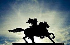 One more statue shot of the 14th century samurai legend Masashige Kusunoki, near the Imperial Palace in Tokyo, Japan.