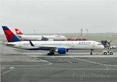 Delta B752 (N723TW)