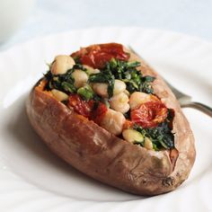 Vegan stuffed sweet potatoes are a healthy dinner idea loaded with beans, veggies, and drizzled in rich olive oil and tahini sauce! dinner videos Vegan Stuffed Sweet Potatoes with Spinach and White Beans Sweet Potato Recipes Healthy, Vegan Dinner Recipes, Raw Food Recipes, Veggie Recipes, Vegetarian Recipes, Cooking Recipes, Healthy Recipes, Vegan Stuffed Sweet Potato, Stuffed Sweet Potatoes