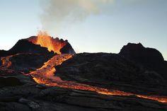 Mot de vocabulaire: eruption J'ai choisi cette image pour mon mot de vocabulaire parce que c'est un image d'un plate techtonique qui fait un eruption parce que deux plates techtonique est entre en collision.