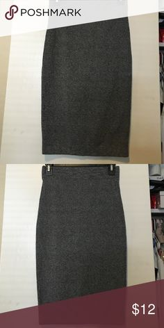 Forever21 Collection: Skirt Chic skirt • Excellent condition • Never worn • NWOT • Grey Skirt • Large • No Trades • Open to offers • Available on Ⓜ️ Forever 21 Skirts