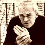 Milan Kundera después de haber sido pianista de jazz decidió estudiar Literatura estética para terminar en las aulas de la Facultad de Cine de Praga