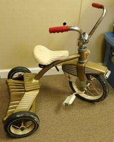 Old Gold & White Tricycle