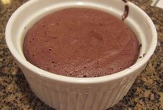 Moelleux au chocolat à 0 SP WW, recette d'un délicieux petit gâteau sans … Sweet chocolate with 0 SP WW, recipe of a delicious cupcake without flour and without fat, ideal for the snack. Weight Watchers Breakfast, Weight Watchers Desserts, Healthy Breakfast Recipes, Healthy Recipes, Weigh Watchers, Bowl Cake, Ww Desserts, Dessert Ww, Yummy Cupcakes