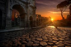 Have you always dreamed of learning Italian? Or are you planning a trip to Italy? These 82 basic Italian phrases cover everything you need to know to start using this beautiful language right away! Italy Vacation, Italy Travel, Rome Travel, Travel Europe, Visit Rome, Basic Italian, Arch Of Constantine, Italian Phrases, Sunset Canvas