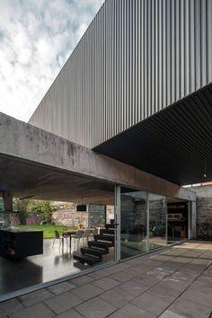Casa Un Patio / POLIDURA + TALHOUK ARQUITECTOS