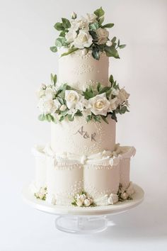 Floral Wedding Cakes The 2019 Wedding Trends You Need To Know Big Wedding Cakes, Wedding Cake Fresh Flowers, Floral Wedding Cakes, Wedding Cake Rustic, Elegant Wedding Cakes, Beautiful Wedding Cakes, Wedding Cake Designs, Wedding Cake Toppers, Lace Wedding