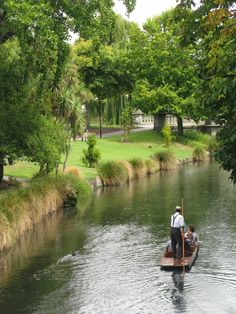 Avon River, Christchurch, South Island, New Zealand ~ Tasmania, Places To See, Places Ive Been, Christchurch New Zealand, New Zealand Landscape, New Zealand Travel, South Island, Cairns, Wonders Of The World