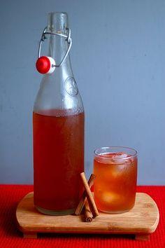 Bebida natural de mel com canela para saúde
