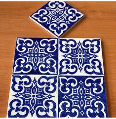 Ceramic Mosaic Tile, Ceramic Painting, Mosaic Glass, Stencil Patterns, Tile Patterns, Mandala Art Lesson, Painting Tile Floors, Delft, Tuile
