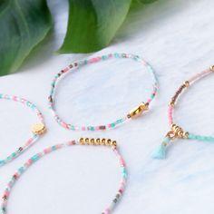 Minimalistic jewellery with Miyuki and golden details Macrame Bracelet Patterns, Diy Beaded Bracelets, Diy Bracelets Easy, Diy Necklace, Handmade Bracelets, Little Girl Jewelry, Girls Jewelry, Diy Schmuck, Schmuck Design