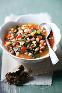 Terrifically colourful endlessly nutrient packed Black-Eyed Pea and Red Pepper Soup. Soup Recipes, Diet Recipes, Vegetarian Recipes, Cooking Recipes, Healthy Recipes, Vegan Soups, Healthy Foods, Healthy Lunches, Skinny Recipes