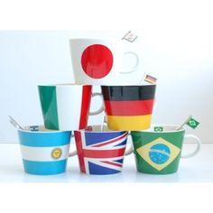 各国の国旗をモチーフにしたマグカップです☆ 思い入れのある国、好きな国、旅好きの人、母国、切り口は人それぞれですが、興味のある国は誰しもあると思います! VVで