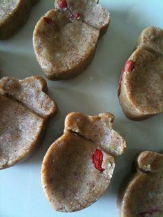 Almond - Goji berry raw cookies