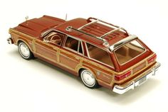 1979 Chrysler LeBaron Town & Country (Showcasts Die Cast Scale 1:24, Sable Tan) DieCast Cars New