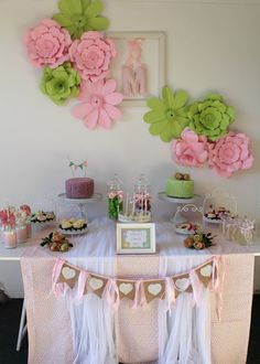 Table setting by BomBom. Love the flowers backdrop and the 2-colours cakes