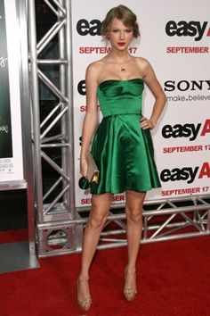 We're seeing RED: 4 of our fave Taylor Swift outfits