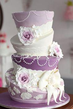 Topsy Turvy Wedding Cake / http://www.deerpearlflowers.com/topsy-turvy-wedding-cake-ideas/