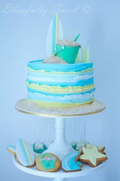 Cake Wrecks - Home - Sunday Sweets: Beachy Keen. I love the texture on this cake! Even though it's cute as a beach theme, this could work with other colors too! Beach Themed Cakes, Beach Cakes, Theme Cakes, Cake Wrecks, Fondant Cakes, Cupcake Cakes, Surf Cake, Surfboard Cake, Ocean Cakes