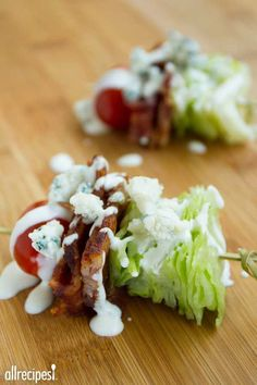 Wedge Salad on a Stick Quick Appetizers for Easy Entertaining Throwing a party just got a lot easier with these quick and delicious appetizers From Honey Lime Baked Wing. Quick Appetizers, Easy Appetizer Recipes, Healthy Recipes, Appetizers For Party, Healthy Snacks, Cooking Recipes, Delicious Appetizers, Skewer Appetizers, Diet Recipes