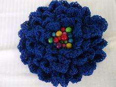 Modrá+a+pestrá+Brož+ve+tvaru+kytky+dozdobená+pestrými+dřevěnými+korálky.+Vhodné+k+dopnění+šályModrého+nekonečna.++Velikost:+15+cm. Crochet Necklace, Brooch, Handmade, Jewelry, Hand Made, Jewlery, Jewerly, Brooches, Schmuck