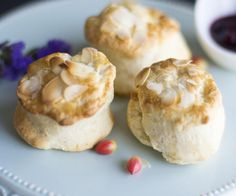 English Almond Scones: Engelse scones naar klassiek recept met amandelen.